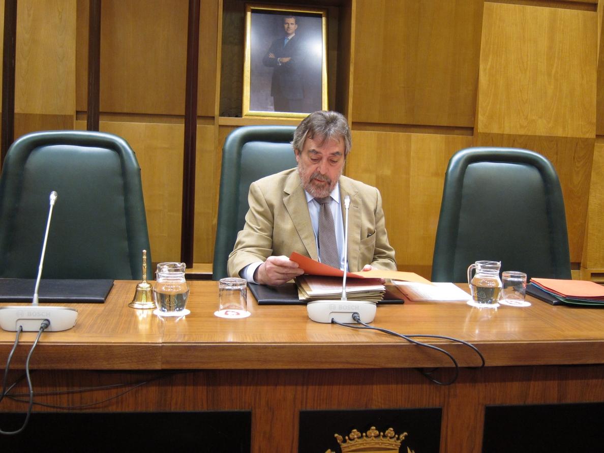 Belloch convocará «en diez días» a los grupos para consensuar propuestas sobre la Ley de Capitalidad