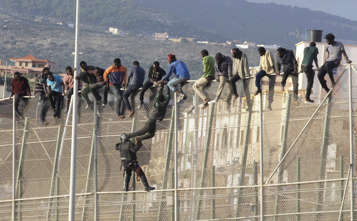 El delegado en Melilla dice que la inmigración ilegal no se acaba con medidas antiintrusión