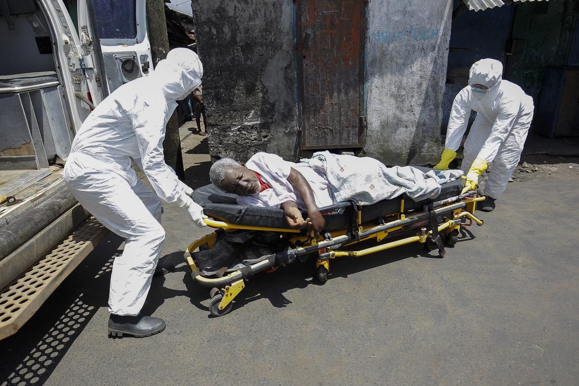 Un estudio analiza porqué algunas personas sobreviven al ébola y otras no