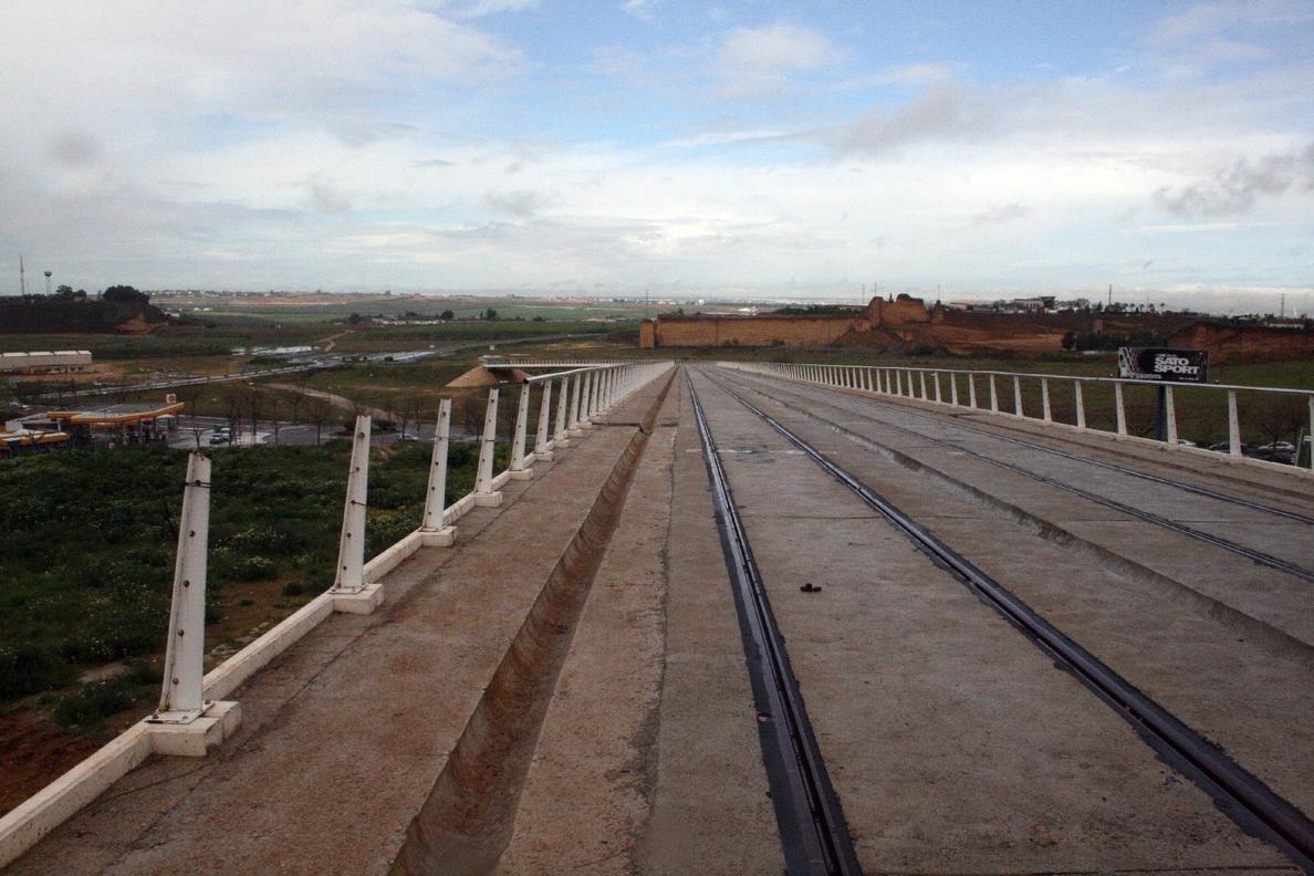 La Junta presupuesta 50 millones en empleo y partidas para nuevos colegios pero nada para el tranvía de Alcalá