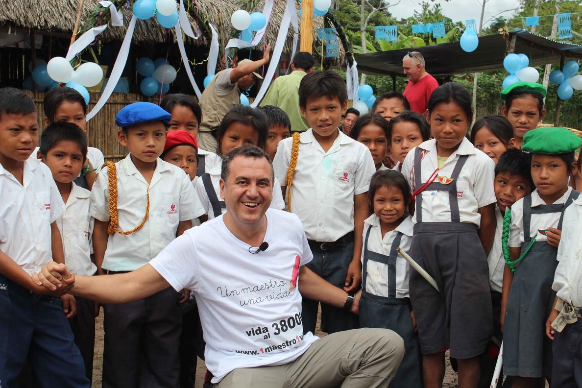 Roberto Brasero, embajador solidario de la campaña »Un Maestro, Una Vida» de la Fundación Atresmedia