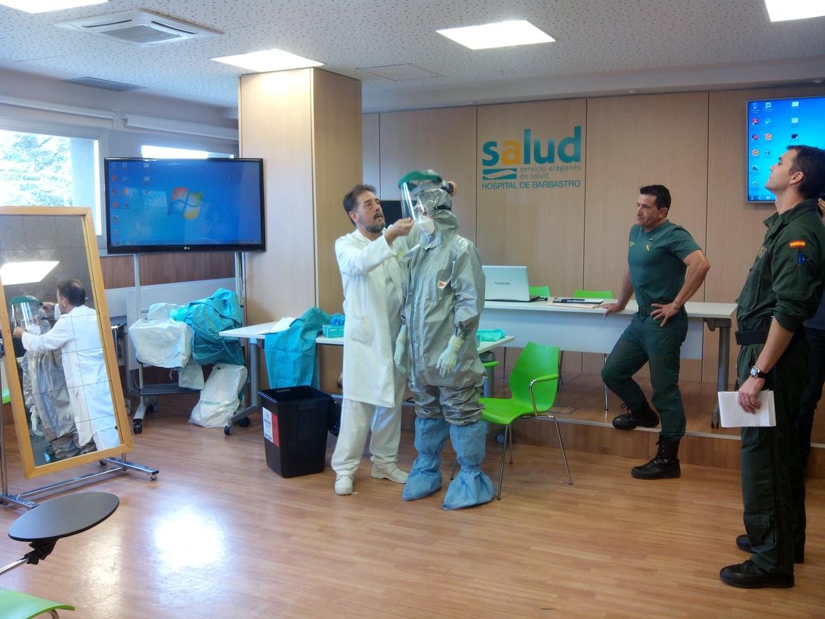 La unidad Tedax de la Guardia Civil participa en la formación sobre el virus en el Hospital de Barbastro