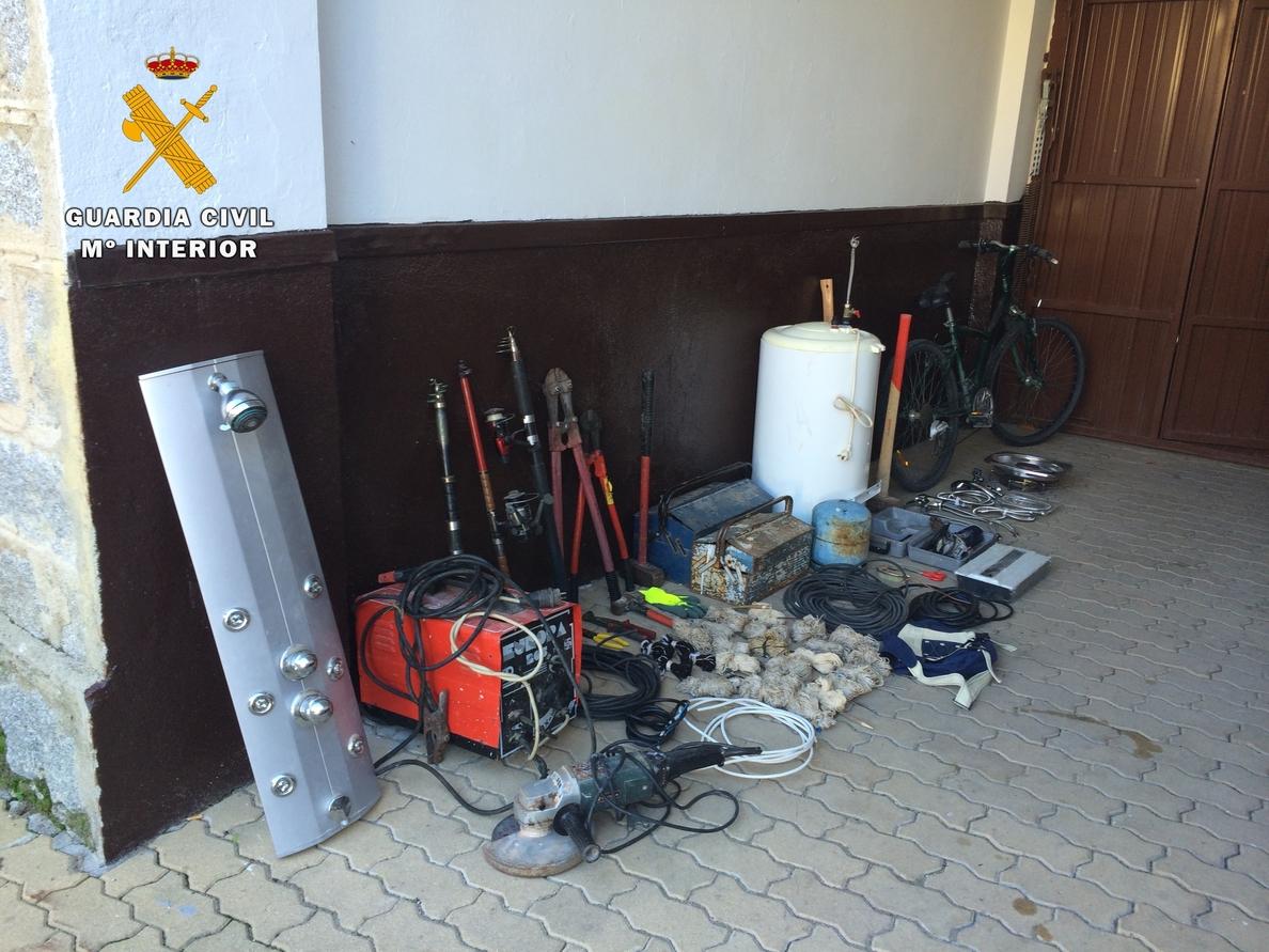 Dos detenidos por robar en dos casas de Ventas con Peña Aguilera y en una finca de Menasalbas, en Toledo