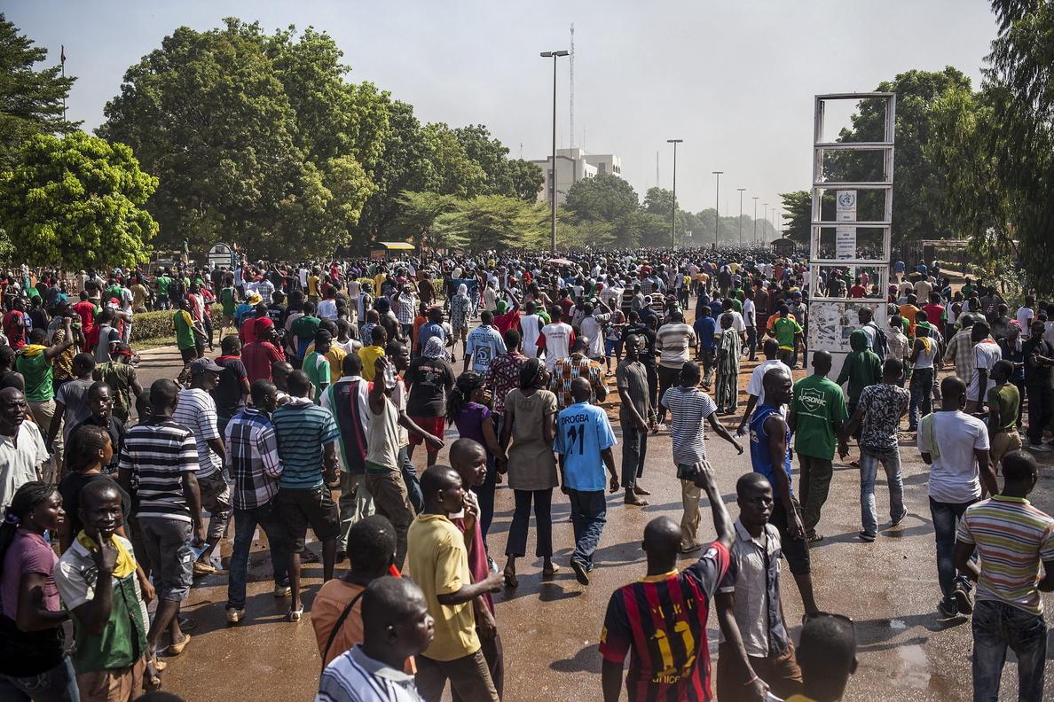 El ejército de Burkina Faso toma el poder tras la dimisión del presidente