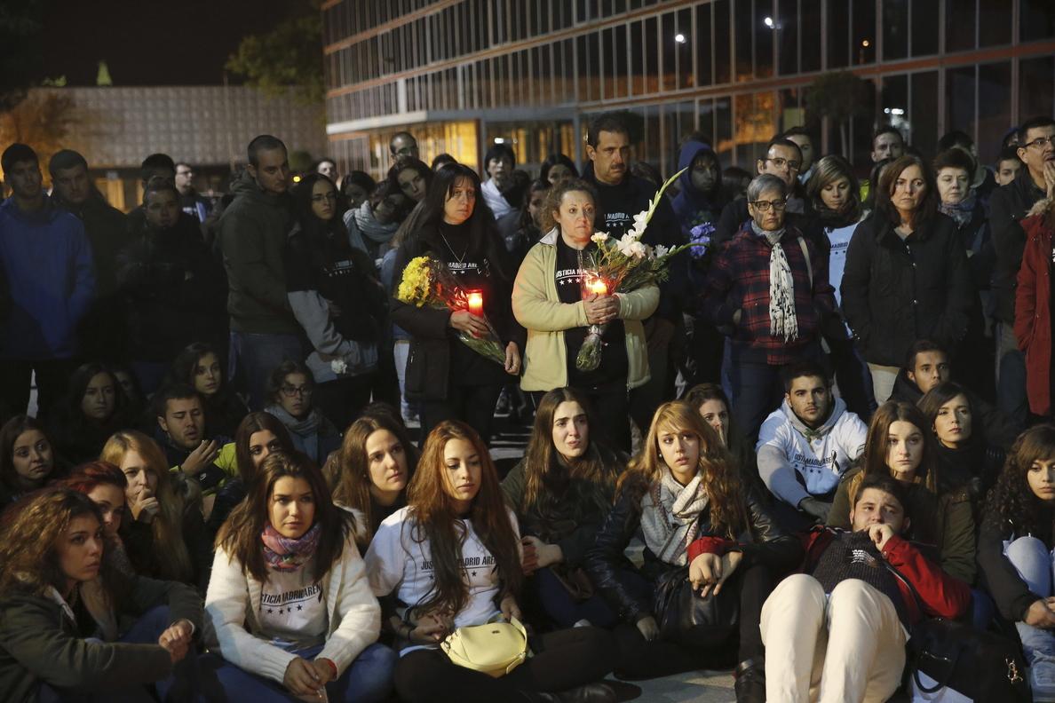 Amigos y familiares recuerdan a las cinco chicas muertas y reclaman justicia
