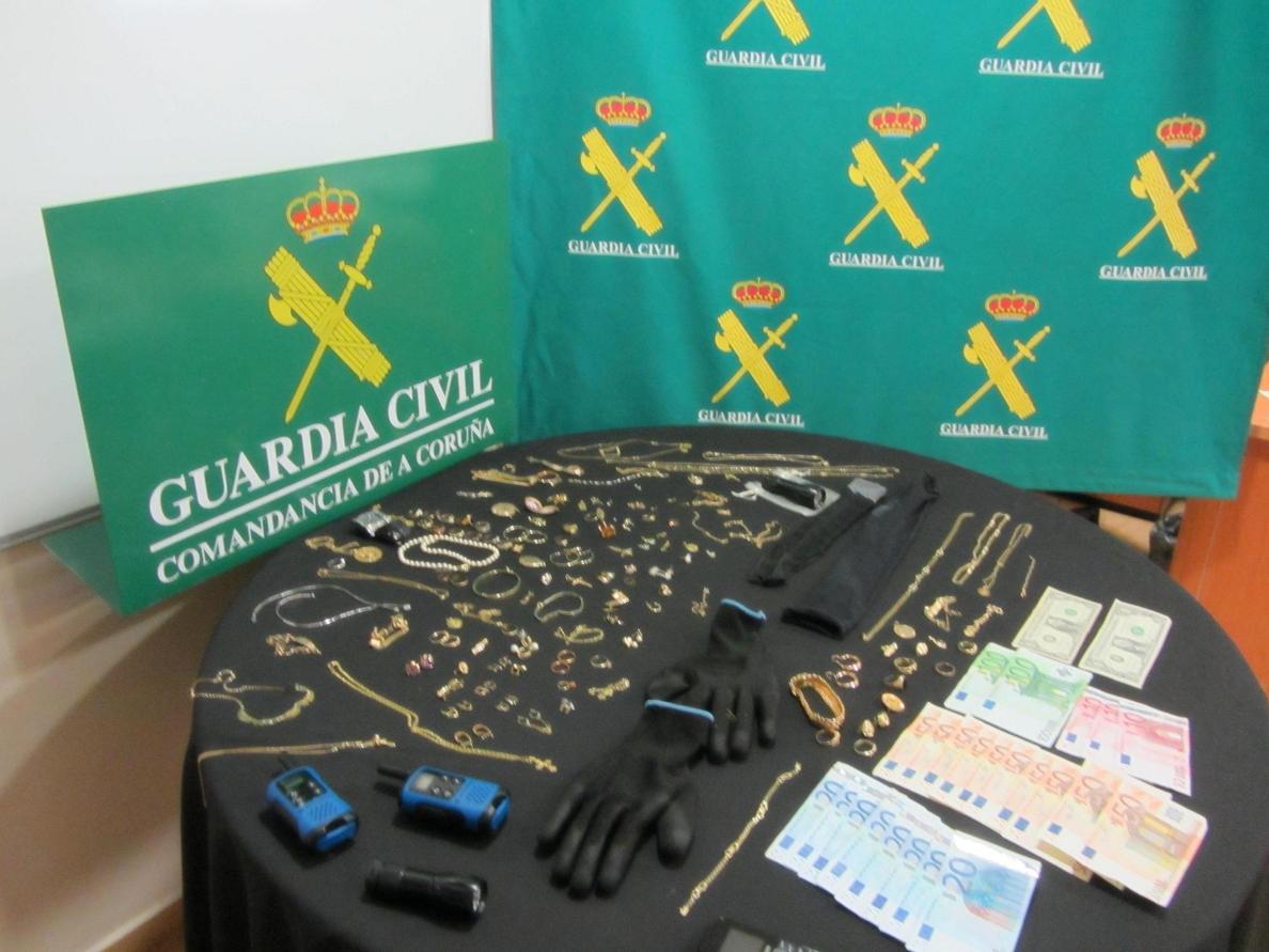 Detenidos dos asaltantes que realizaron al menos 20 robos en viviendas de  A Coruña, Ourense y Pontevedra