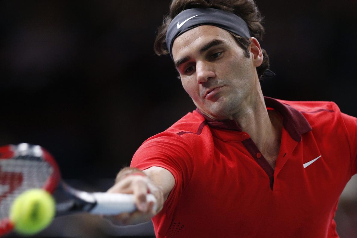 Federer se aleja del uno tras caer en cuartos de Paría ante Raonic