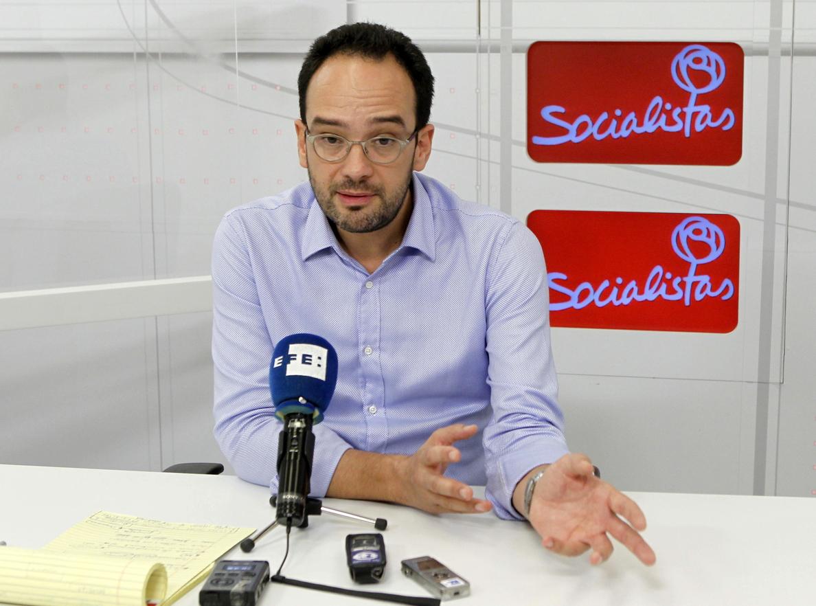 Hernando (PSOE) acusa al PP de haberse pasado mucho tiempo defendiendo a los corruptos