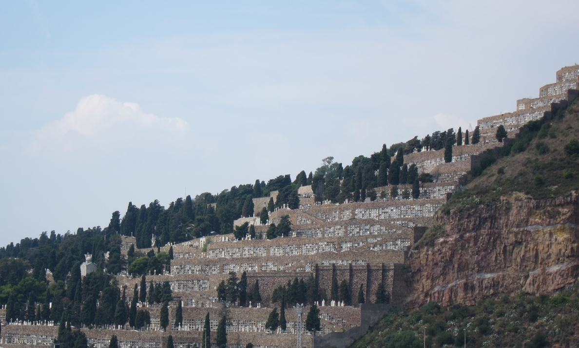 Los cementerios de Barcelona prevén una afluencia de 100.000 personas para Todos los Santos