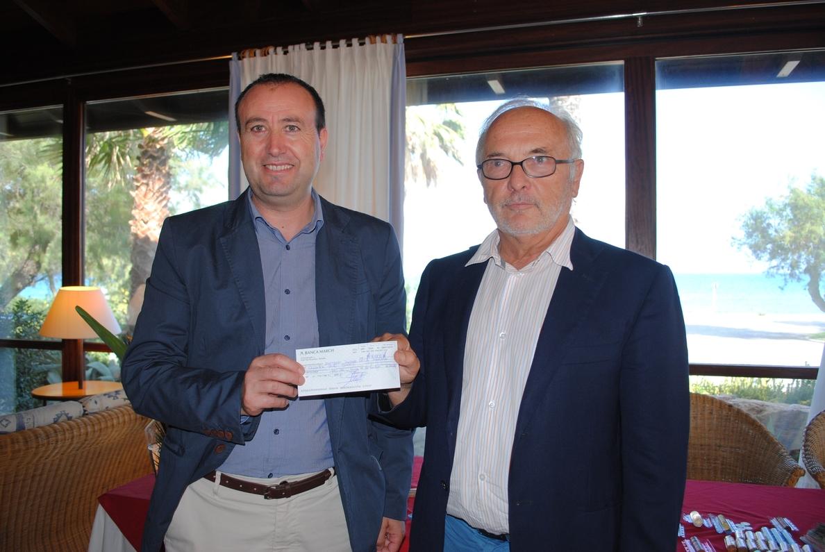 Club Pollentia Resort aporta 6.000 euros al Govern para la conservación de la Reserva Natural de s»Albufereta