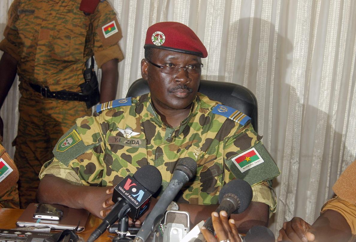 La sociedad burkinesa pedirá hoy al Ejército que no se apropie de la transición