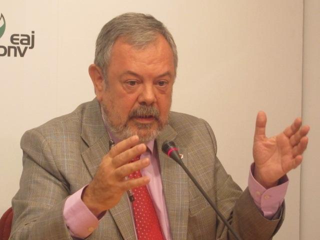 Azpiazu denuncia que la falta de credibilidad por los temas de corrupción afectan a la economía del Estado español