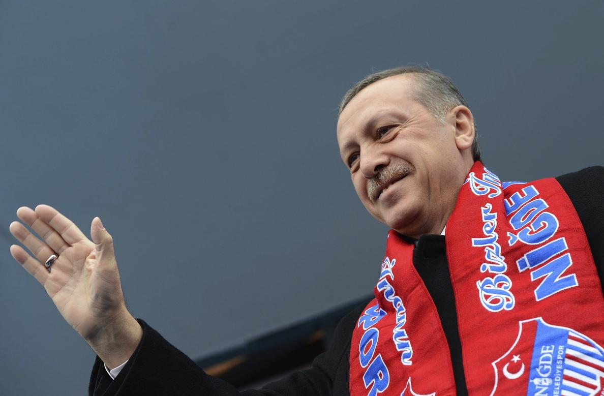 Erdogan abronca a un hombre por fumar en la terraza de una cafetería