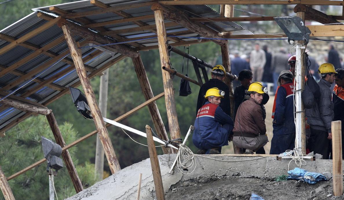 La fiscalía turca atribuye el accidente minero a agua acumulada en galerías