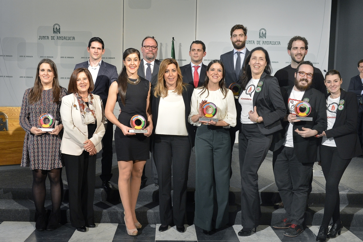 Díaz reivindica en los Premios Andalucía Joven su «inconformismo» contra el desempleo juvenil y la fuga de talentos