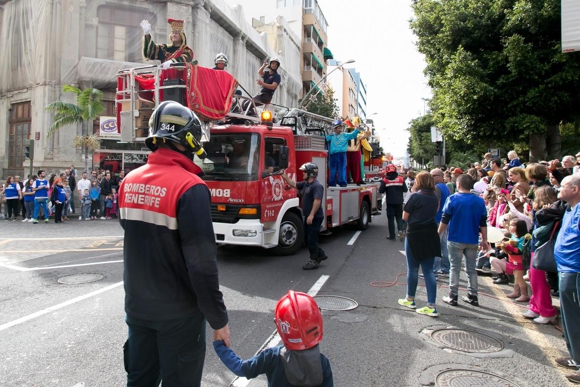 Bomberos de Tenerife reúne más de cinco toneladas de juguetes para el Parque de Reyes