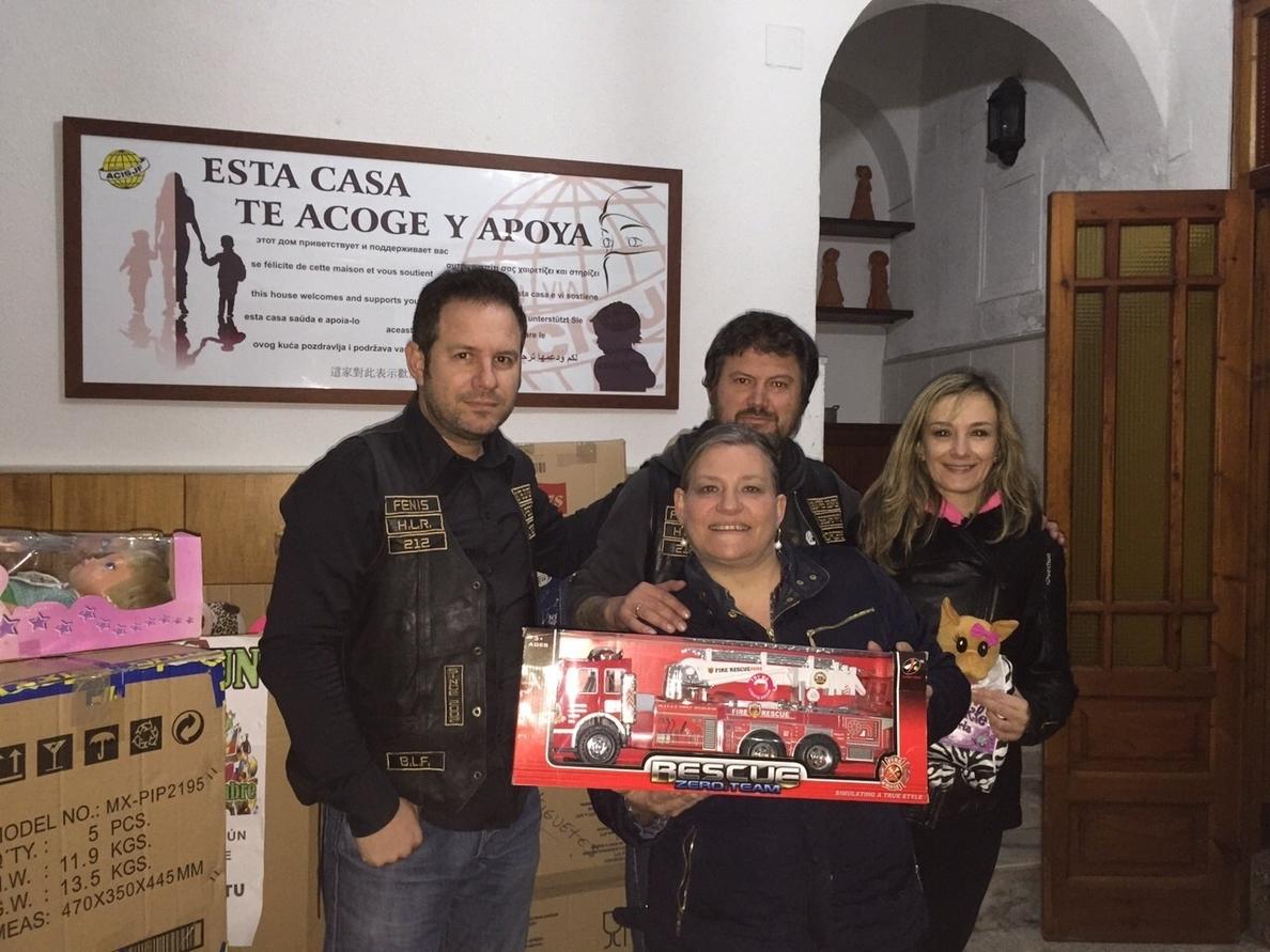 El moto club »Buitres Leonaos» entrega 200 kilos de alimentos al comedor social de las Hijas de la Caridad de Cáceres