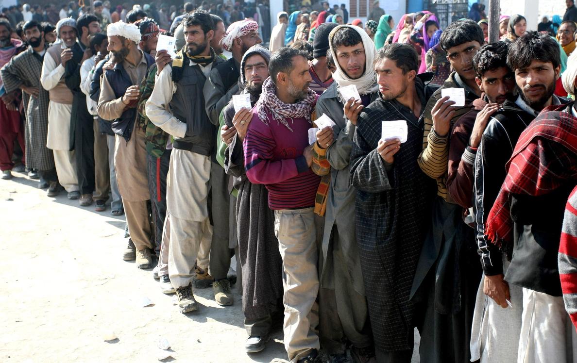 La cachemira india acude masivamente a votar aún bajo los efectos de las riadas