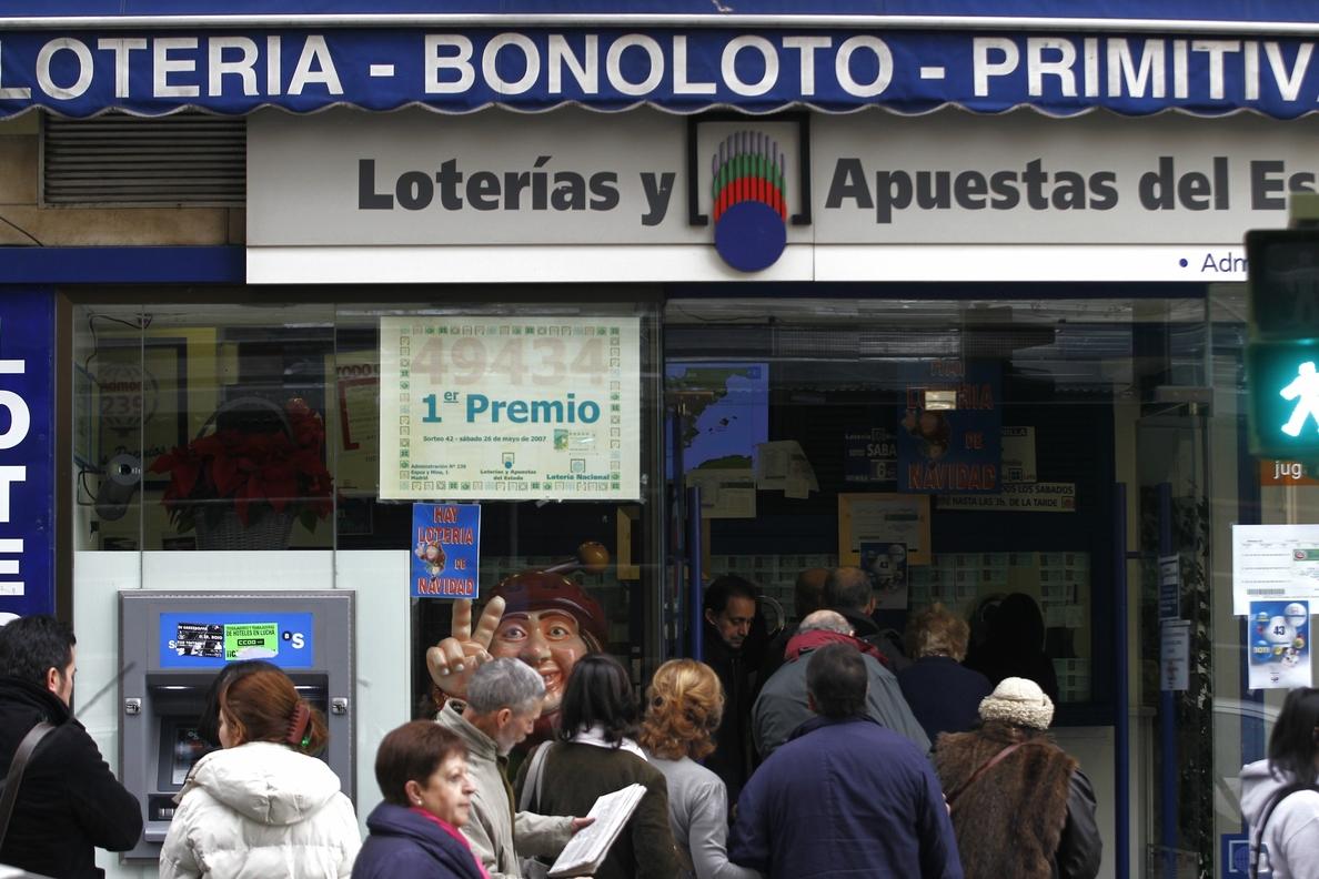 Cada cántabro gastará este año de media 69 euros en el Sorteo de Navidad, más que la media