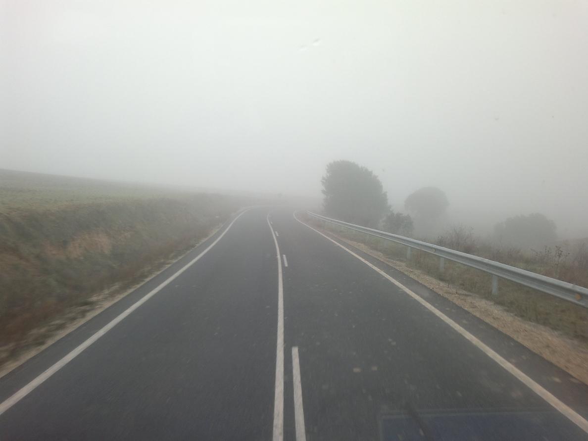 La DGT recomienda extremar la precaución por nieblas en cinco carreteras extremeñas