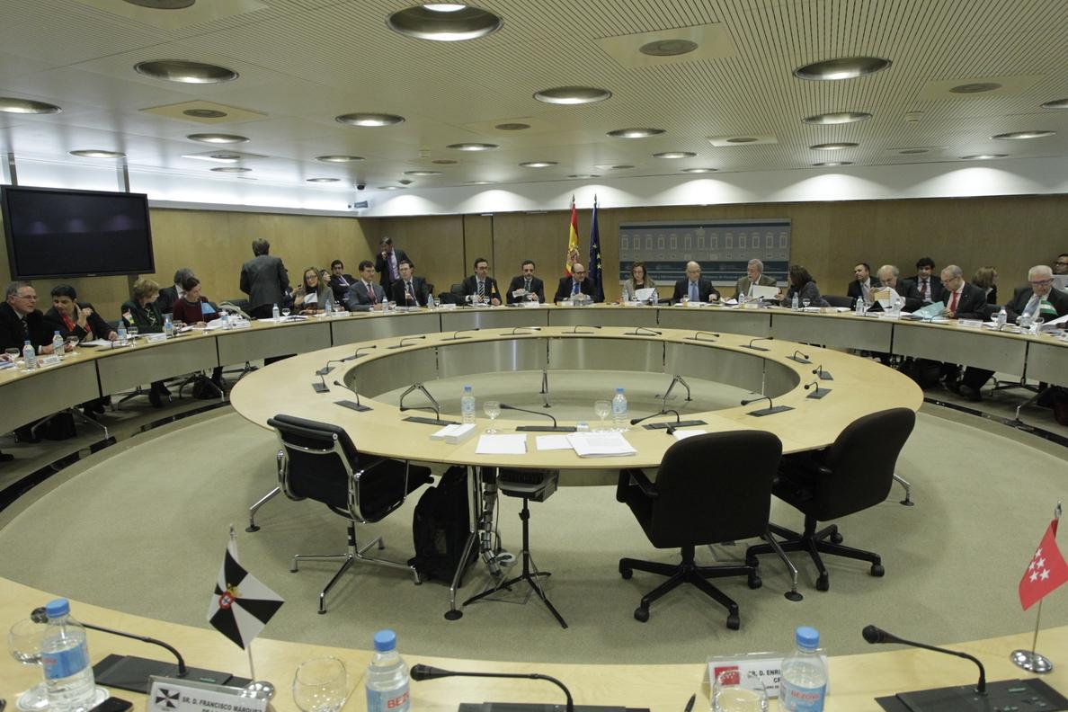 Hacienda y CCAA discuten el martes el plan de mutualización de deuda a un interés cero