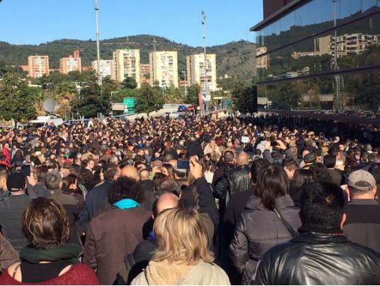 Iglesias cuelga el «aforo completo» en Barcelona