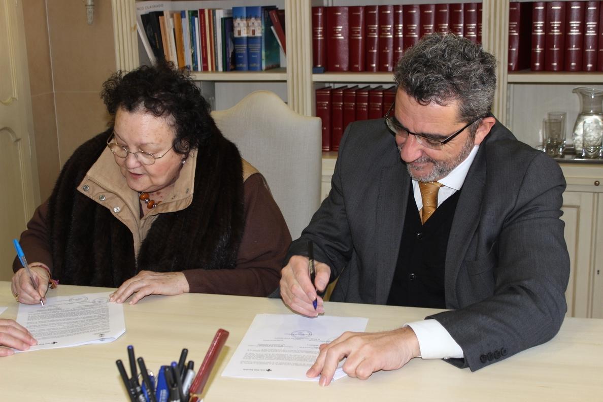 Ayuntamiento de Alcalá de Guadaíra firma dos convenios con Cruz Roja para dependencia y protección sanitaria