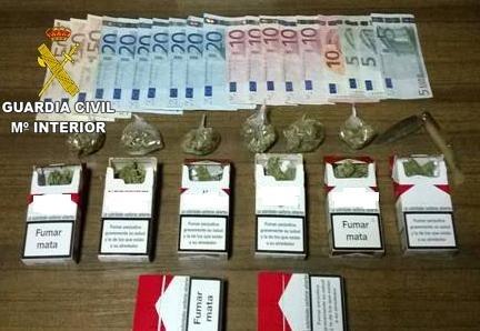 Detenido un vecino de Ossa de Montiel (Albacete) tras intervenirle 46 dosis de marihuana y 365 euros