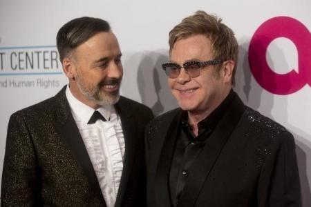 Elton John se casa con David Furnish tras la aprobación del matrimonio homosexual