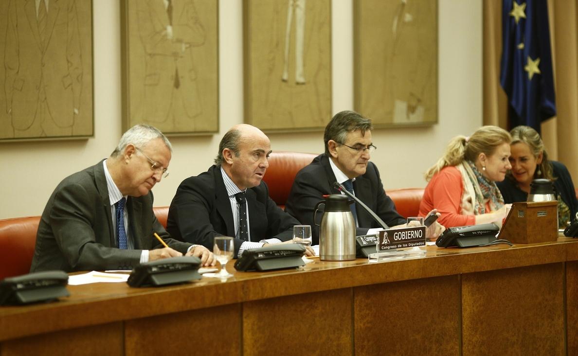 Guindos informará hoy al Congreso sobre los proyectos propuestos para financiarse con el »Plan Juncker»