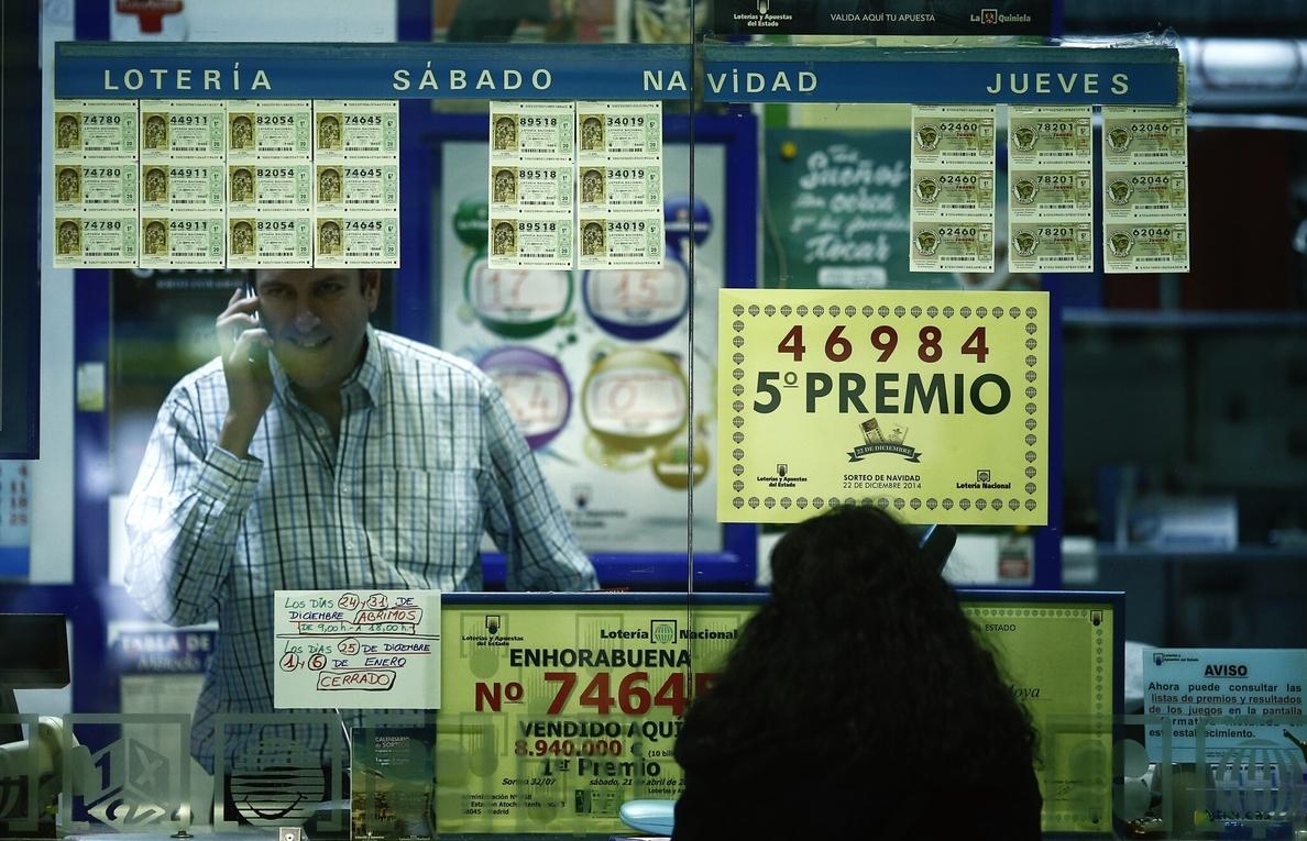Un bar de Lleida reparte 60 series del quinto 98.538 vendido en Calatayud