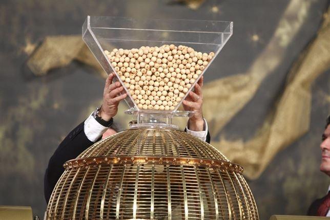 Los cántabros juegan 35,3 millones de euros en el Sorteo Extraordinario de Navidad, un 6,2% más
