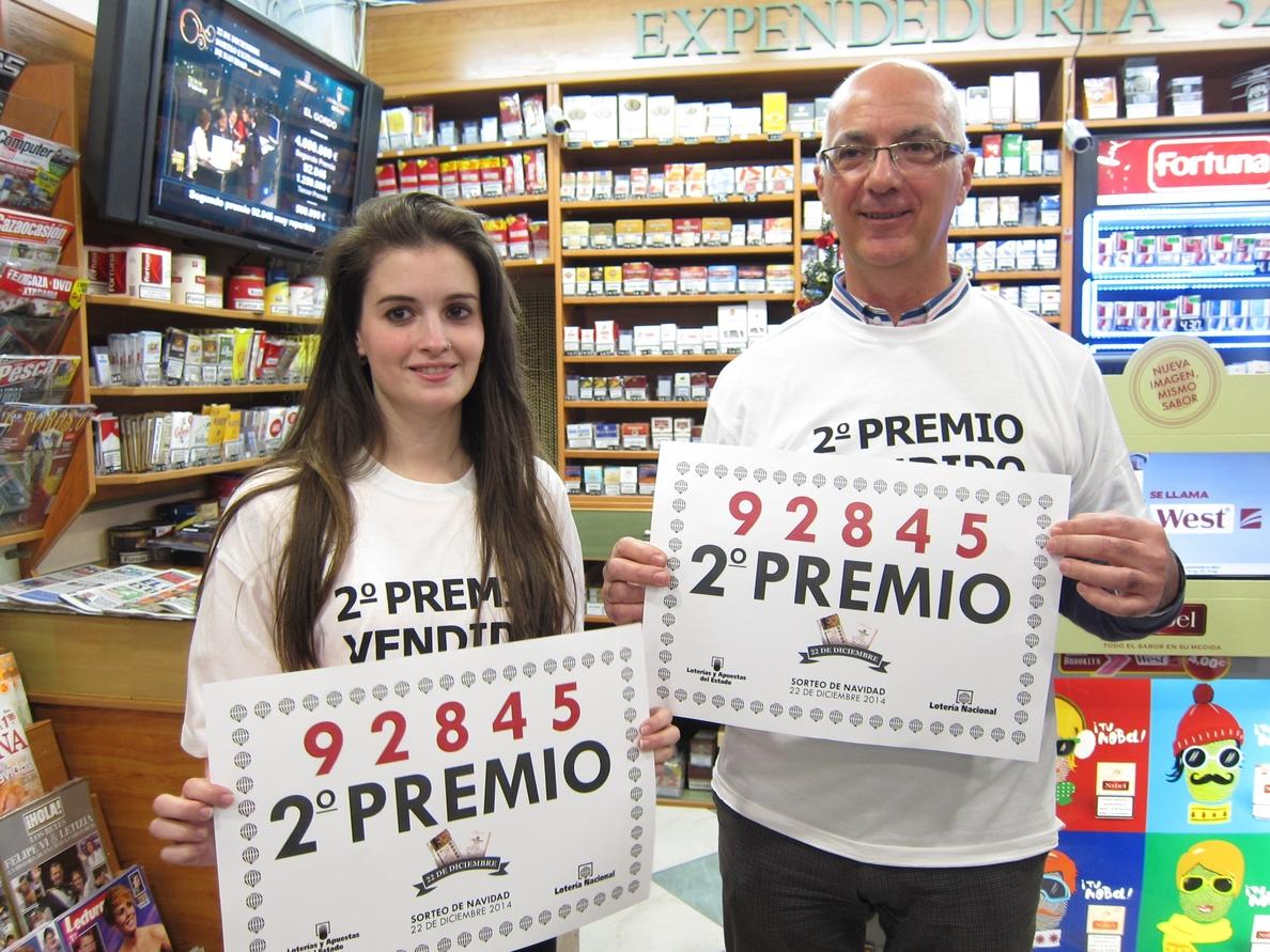 Una expendeduría de Badajoz reparte 125.000 euros de un décimo del segundo premio, el 92.845