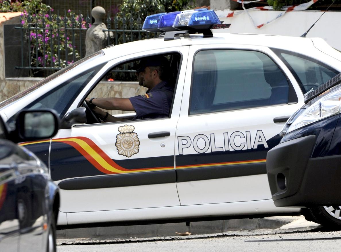Tres hombres atracan un banco en Madrid y hieren a empleada con arma blanca