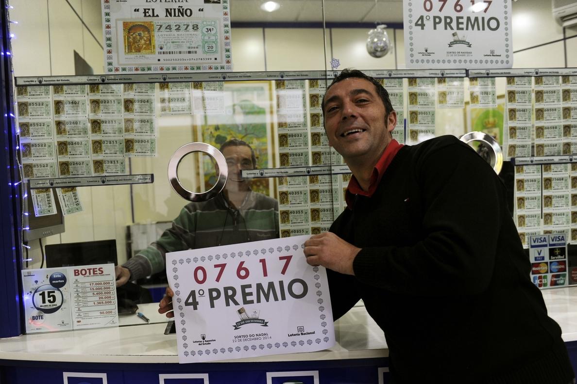 Dos loteros de Ourense reparten 400.000 euros en 20 décimos vendidos por terminal del número 07617