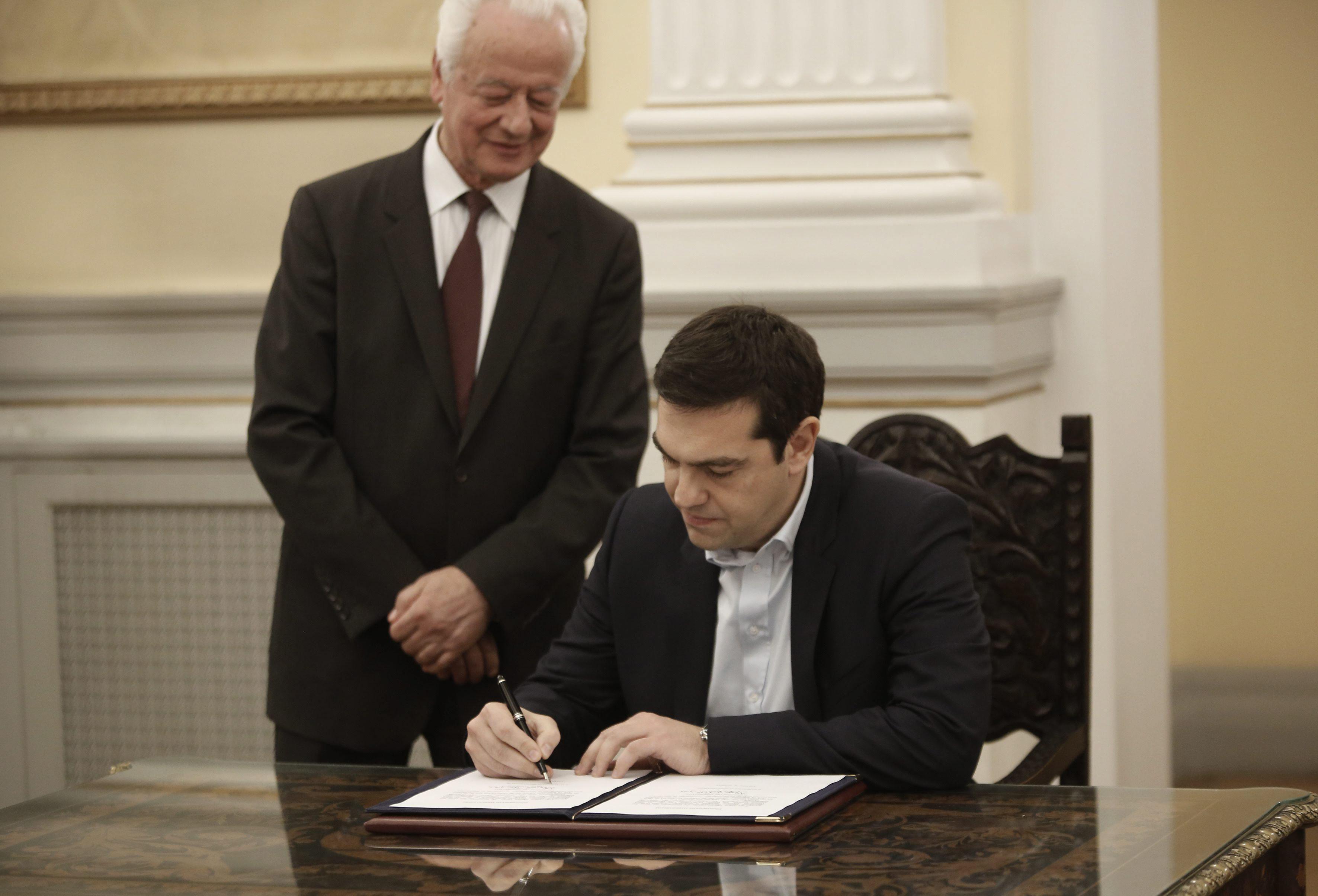 Tsipras suprime ocho ministerios y deja Defensa a la derecha nacionalista