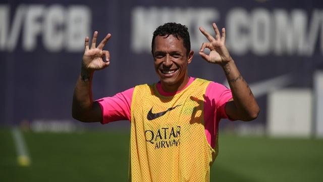 Adriano: «Messi tira del carro y es un incentivo para nosotros»