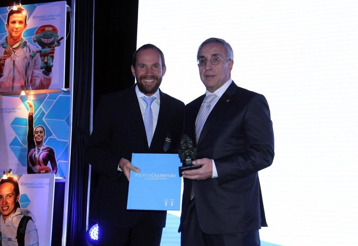 Alejandro Blanco, condecorado por el Comité Olímpico Guatemalteco