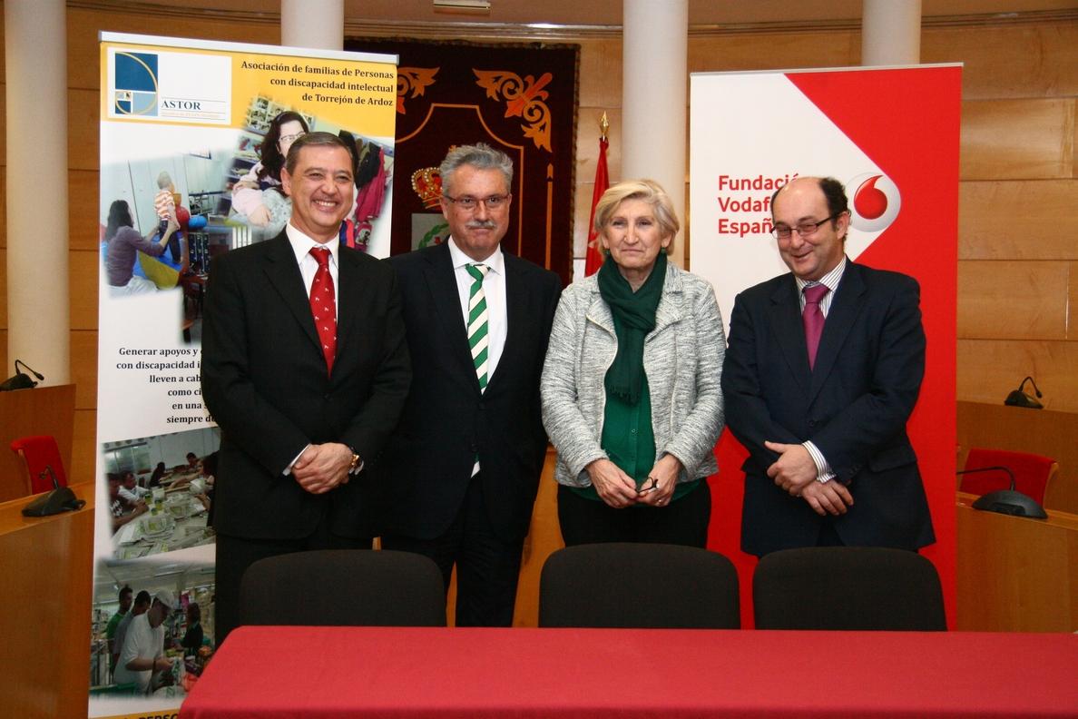 Ayuntamiento, ASTOR y la Fundación Vodafone España colaboran en la formación de personas con discapacidad