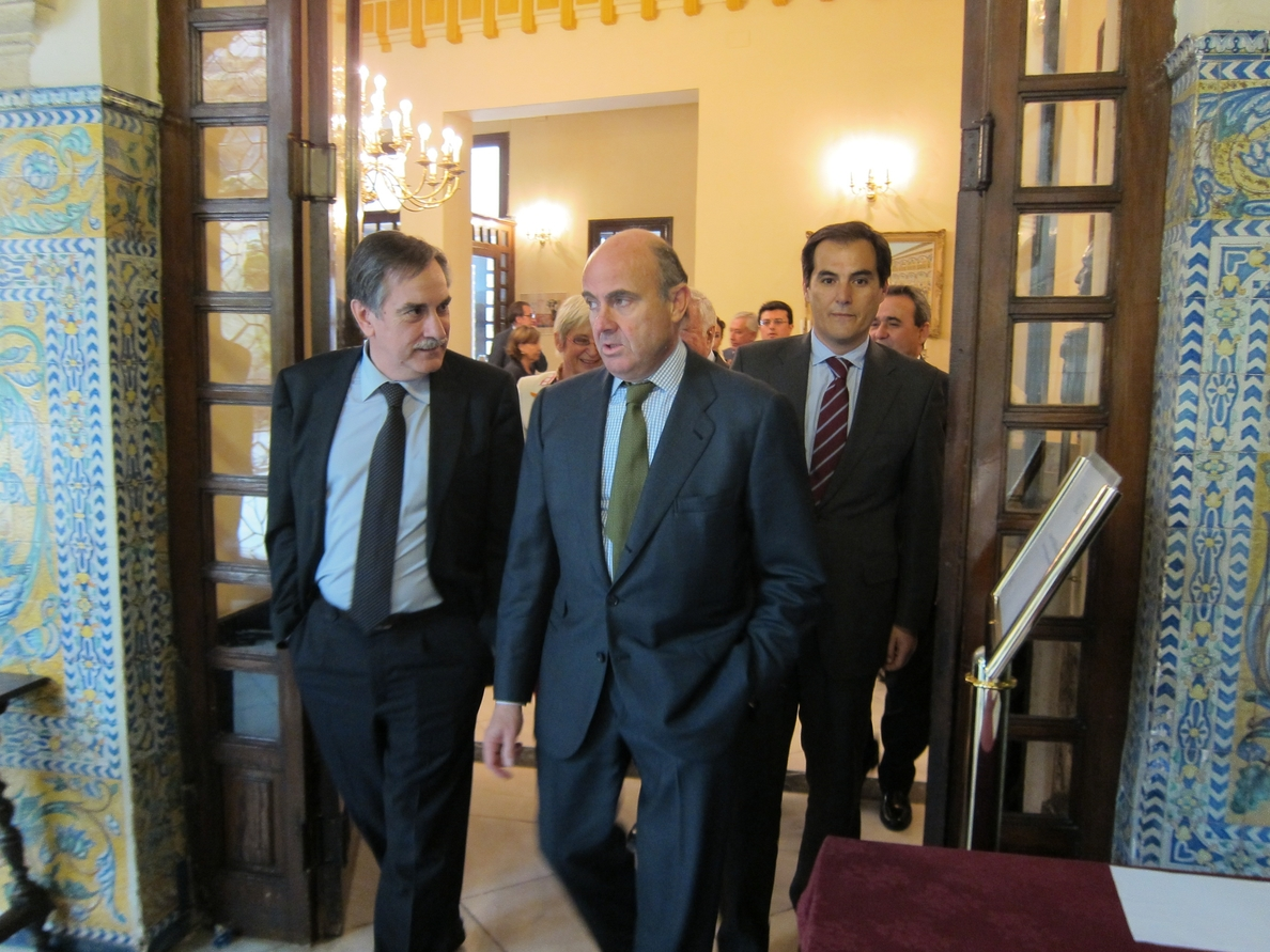 De Guindos avisa a Grecia que debe «respetar las reglas» y asumir sus compromisos de pago de la deuda