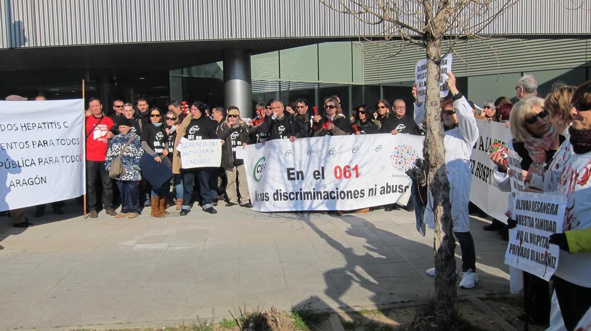 Marea Blanca, trabajadores del 061 y enfermos de hepatitis C critican la «mala gestión» de la sanidad pública