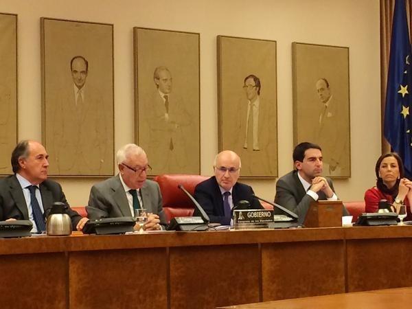 Margallo descarta relajar los controles en la Verja porque sigue habiendo contrabando