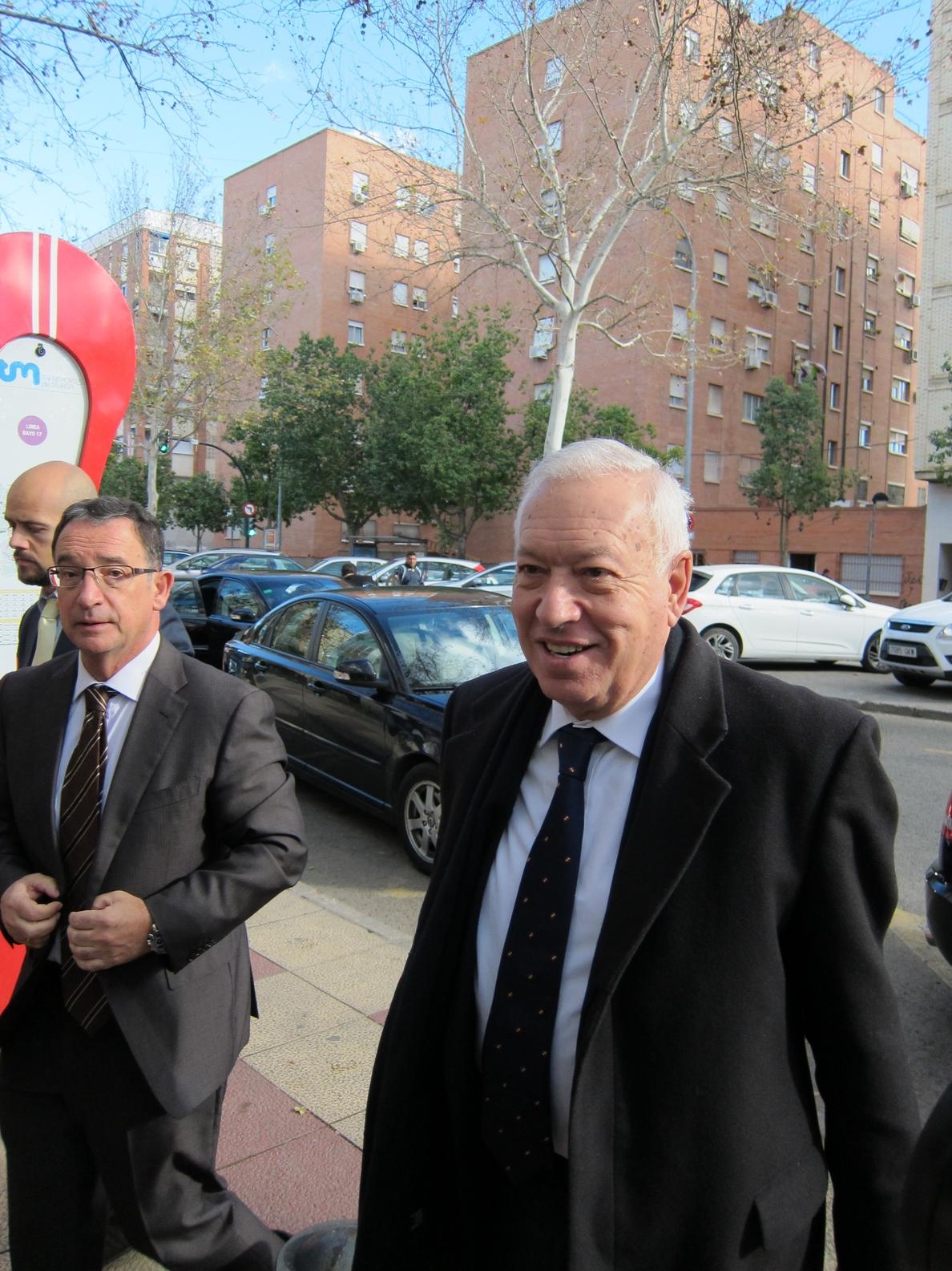Margallo dice que antes de intervenir militarmente en Libia está la opción de congelar activos y un embargo de petróleo