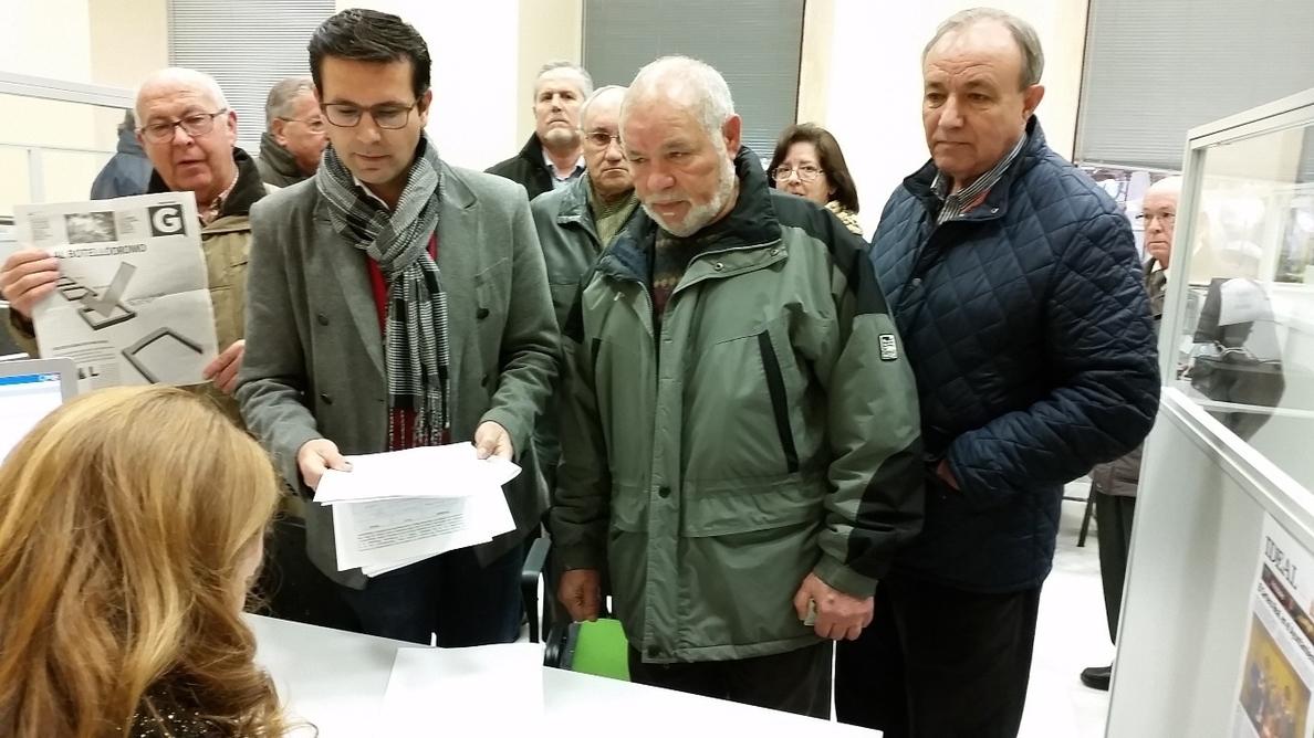 El PSOE lamenta la imagen de Granada como «ciudad del botellódromo» y presenta 700 firmas en contra