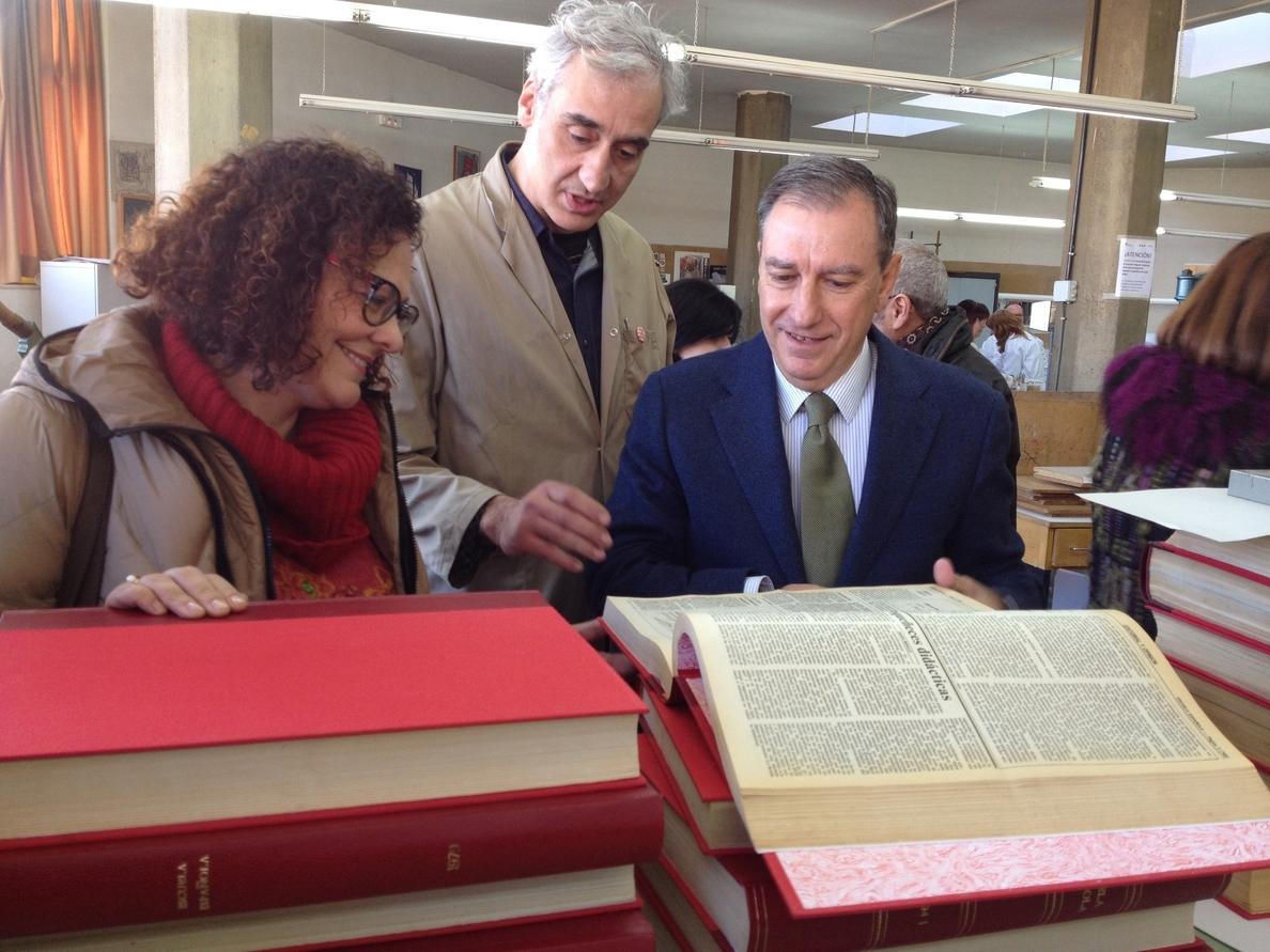 Restauran en Salamanca 65 ejemplares del periódico »Escuela», que se guardarán en el Miguel de Cervantes de Valladolid