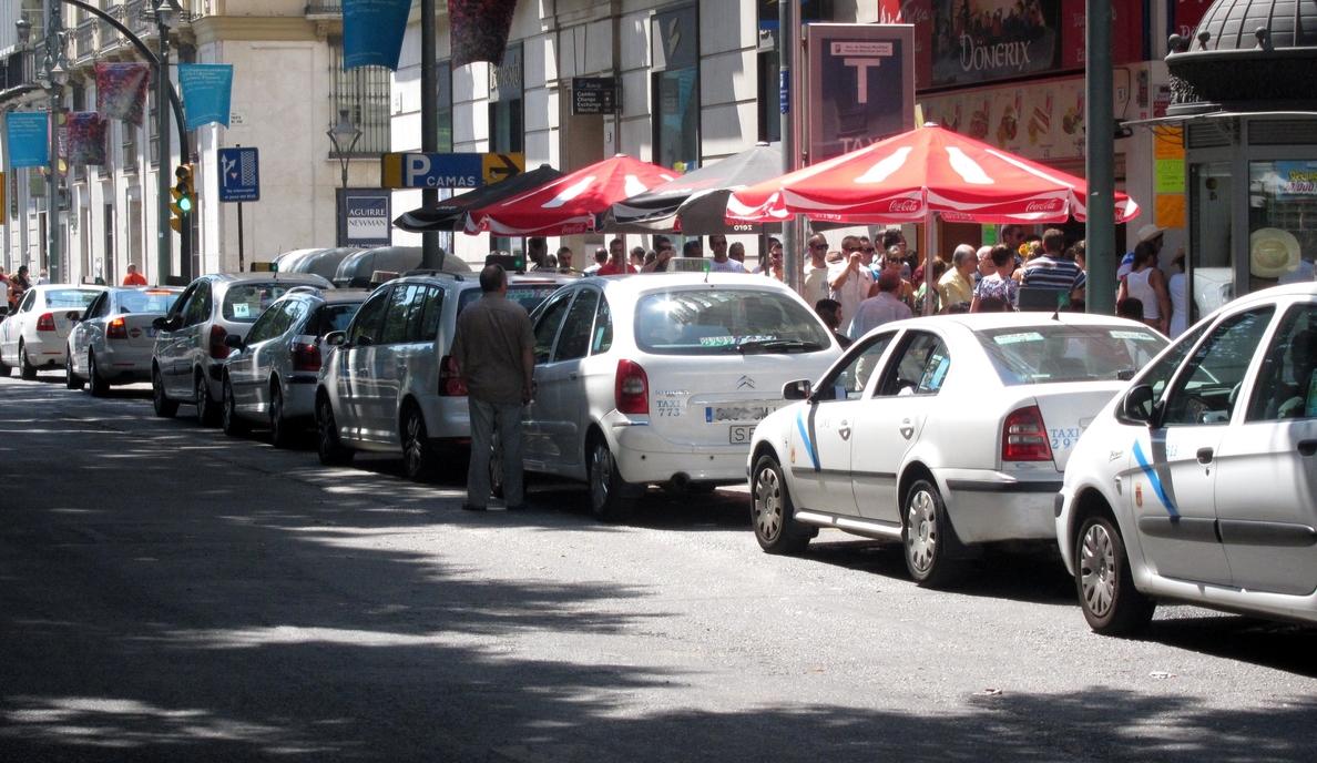Taxistas autónomos anuncian movilizaciones ante la negativa del Ayuntamiento a aceptar la regulación horaria