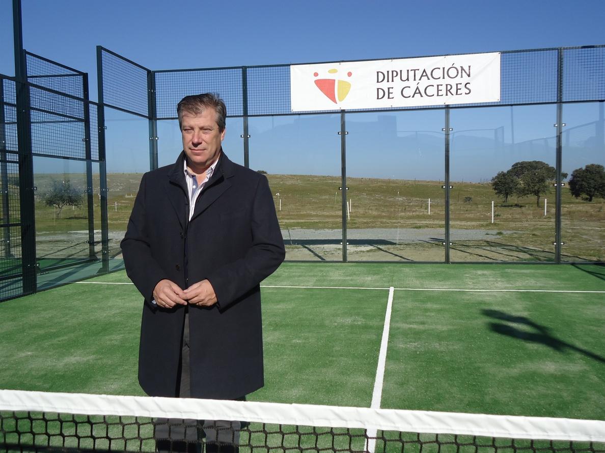 El complejo deportivo »El Cuartillo» de Cáceres estrena dos nuevas pistas de pádel