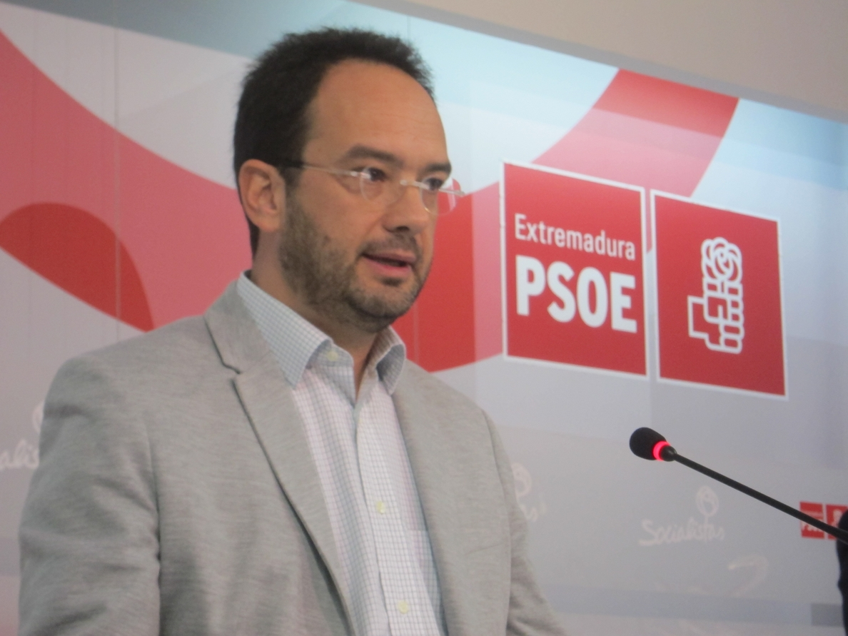 Hernando (PSOE) dice que la facturación de Monedero por informes «a lo mejor ilegal no es» pero «inmoral quizás sí»