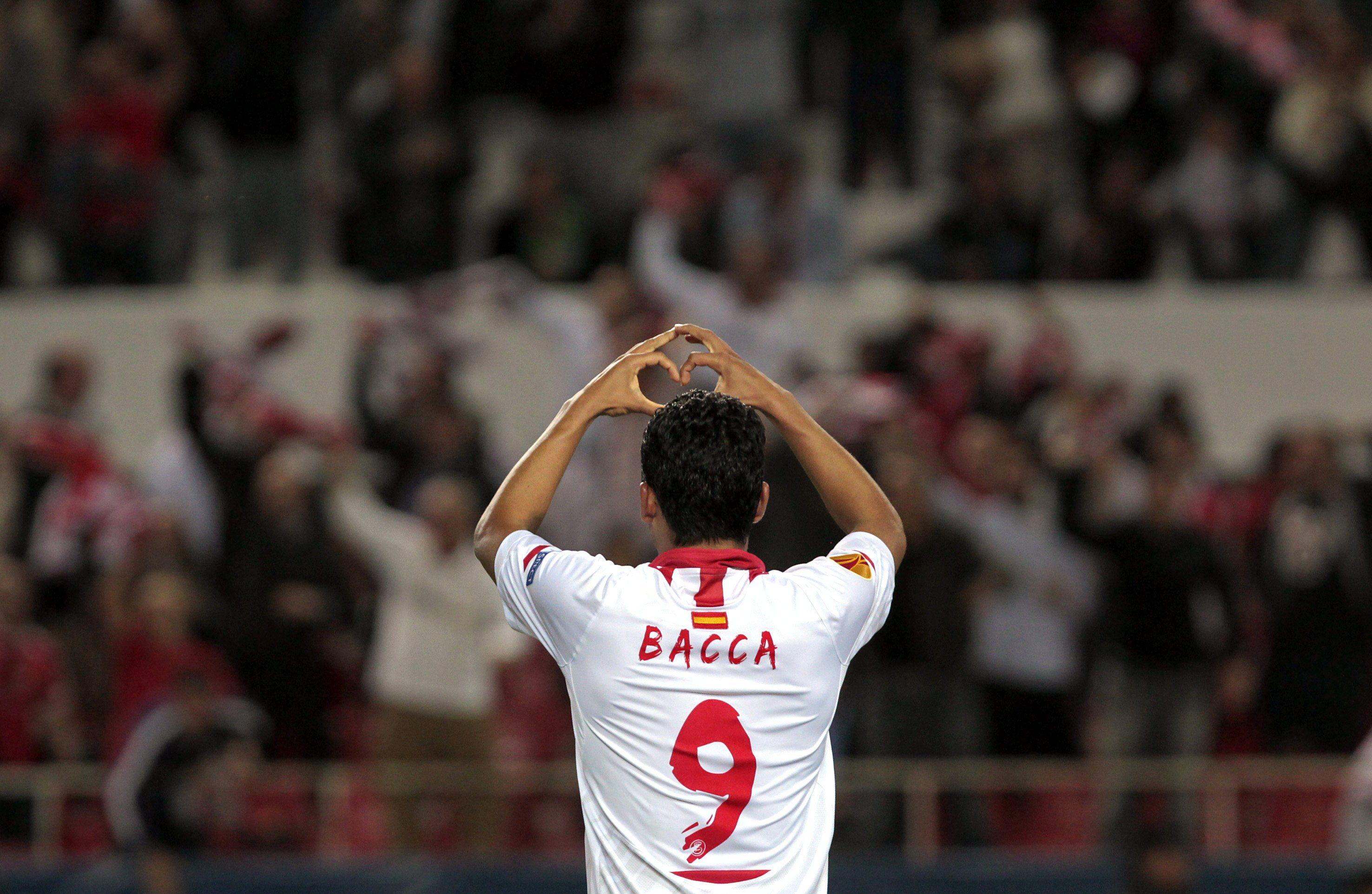El Atlético pregunta por Bacca y Camacho mientras Wenger cierra la puerta a Cazorla