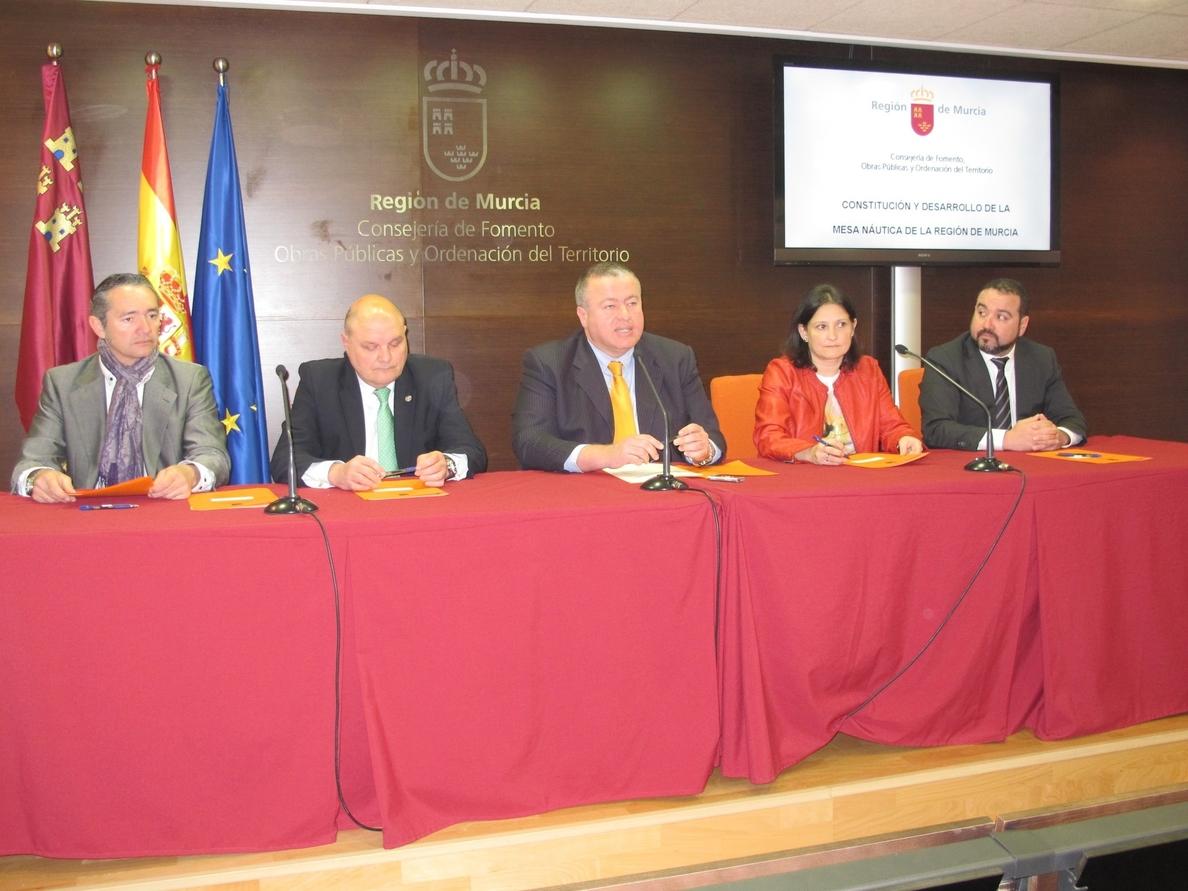 Bernabé destaca que la Mesa de la Náutica «quiere convertir a la Región en un referente nacional e internacional»